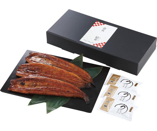 こだわりの生産者「山道養鰻」は養鰻池の水・環境、与える餌に独特な飼育法で挑んできました。蒲焼き工場に移されてからは独自の炙り焼き製法とオリジナルタレを使い仕上げています。 【メーカー直送】生産者限定 山道養鰻蒲焼3尾(お名入れ)(ご利用不可:代金引換・当店包装紙・のし名入れ・離島一部地域への配送) 出産内祝い うなぎ ウナギ ギフト お返し