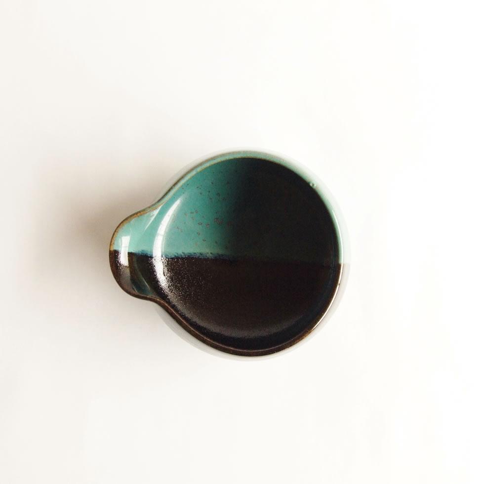 鳥取の手仕事の象徴となっている緑と黒の染分反平鉢 鳥取の民藝 牛ノ戸焼窯元 正規認証品!新規格 緑と黒の染分 反平鉢 爆買い新作