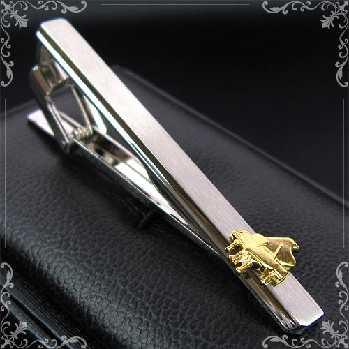 ホルンのネクタイピンです 無料ラッピング可 先生へのプレゼントに 音楽ダンディネクタイピン プレゼント 高級な ケース付き ピアノ お気にいる 楽器モチーフ