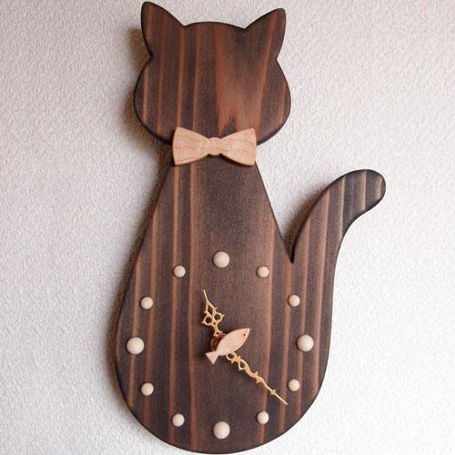 銘木の掛け時計 回る魚とお座り猫(智頭杉・ブラック)【バイオリン職人の手作り】