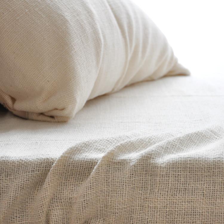 和紡布 和紡シーツやさしい肌ざわりが心地よい眠りを誘います。洗いこむほど肌ざわりが良くなり、夏は爽やかさ、冬は暖かさを感じる素晴らしいシーツ シングル オーガニックコットン