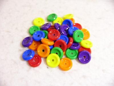幼稚園 保育園でよく使われるおもちゃのお試しパック 最新号掲載アイテム メール便発送送料無料 ボタンビーズひも付き 約40個+紐1本付 お試しパック 限定モデル デュシマ社
