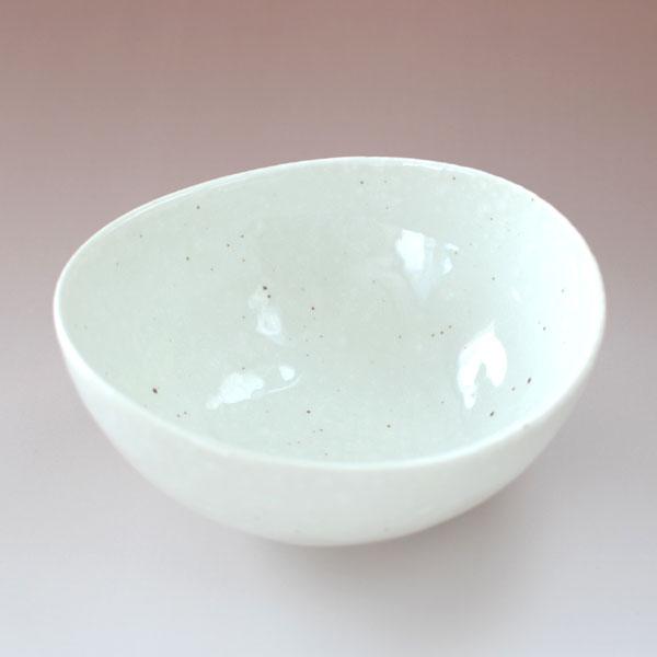 シンプルでリーズナブルな商品です デイリーユースに 鉢 楕円鉢 深鉢 トン水 オーバル 美濃焼 楕円4.0鉢 格安SALEスタート 楕円 ボール 岐阜県 5%OFF 業務用 鍋 白 雪粉引