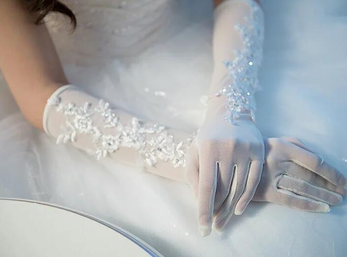 メール便送料無料 アイテム勢ぞろい ウェディング ウエディング ブライダル グローブ 刺繍入りウエディンググローブ 手袋 即納 オフホワイト 人気ブランド
