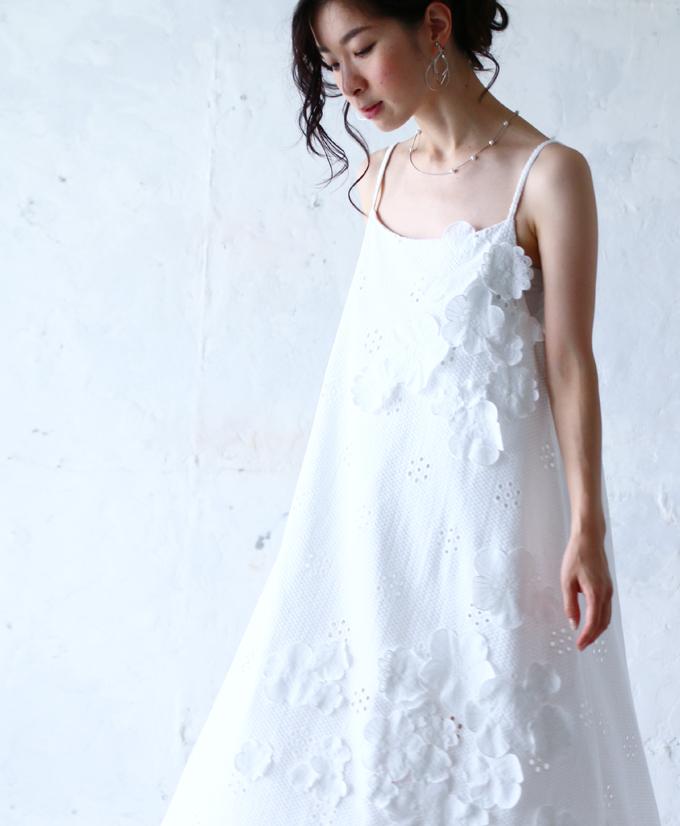 残りわずか(ホワイト)「FRENCH PAVE」咲き浮くお花のキャミワンピース