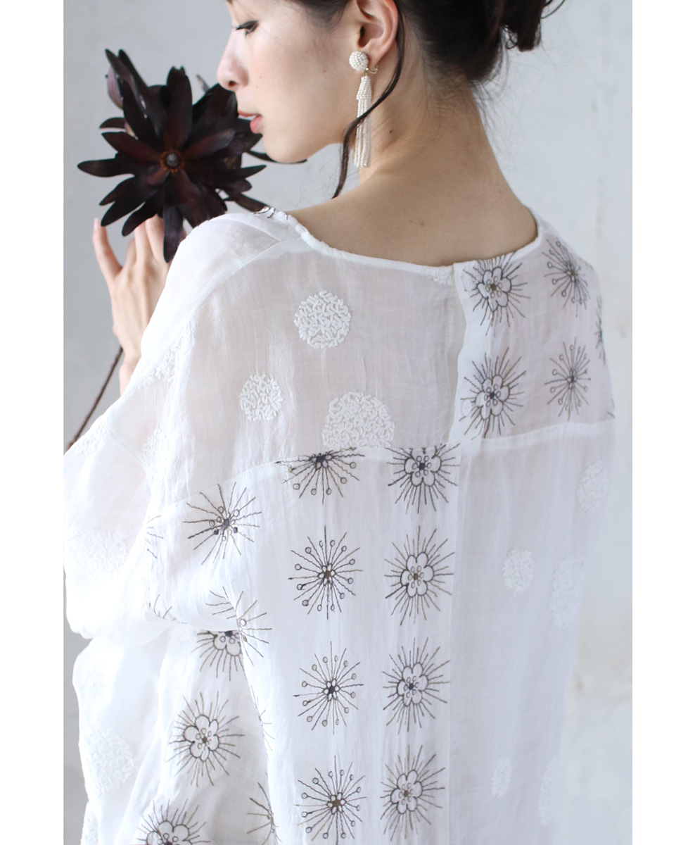 【再入荷♪8月14日12時&22時より】「frenchpave」ふわふわと幻想に咲く花のブラウストップス