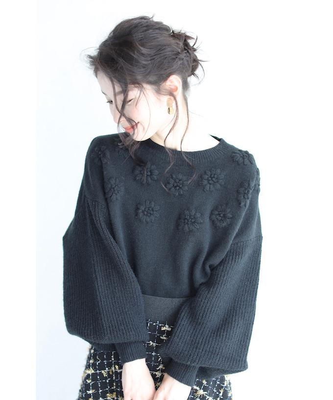 【再入荷♪12月18日12時&22時より】(M~3L対応)(ブラック)「FRENCH PAVE」浮かぶ花刺繍のポワン袖ニットトップス