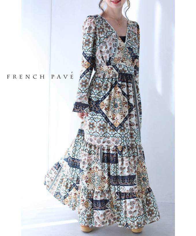 残りわずか(S~M対応)(アイボリー)「FRENCH PAVE」胸元カシュクールのスカーフ柄ロングワンピース