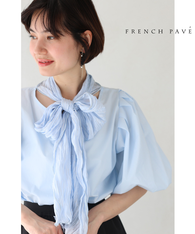 残りわずか(S~L対応)「FRENCH PAVE」くしゅっとスカーフネックのポワン袖ブラウストップス