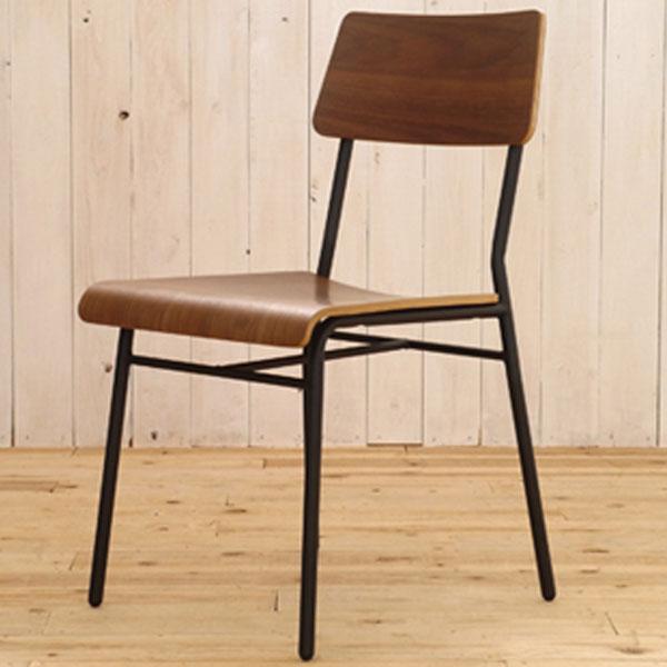 【送料無料】 ダイニングチェア カフェ風 どことなく学校の椅子のような、懐かしい雰囲気のチェア 出し入れしやすいようにフレームの背もたれ部分をアーチ状にするなど、細かいところにも気を使っています♪ 木目とブラックのスチールの組合せも