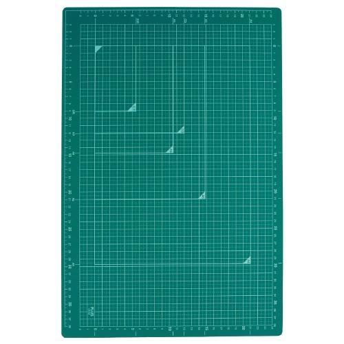 A3サイズで使いやすい 三層構造のカッティングマット 取寄品 プラス カッターマット 割引 緑 A3 CS-A3 GR アウトレットセール 特集