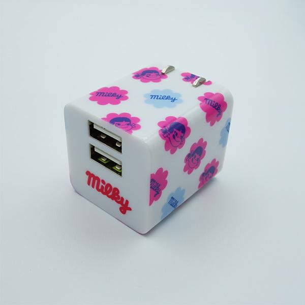 最適な電流で充電可能なスマートIC搭載 充電器 ペコちゃん ミルキー ACチャージャー FJ-AC1RD 2ポート スマートIC搭載 返品交換不可 あす楽 コンパクト 不二家 かわいい 最大出力2.4A おすすめ スマホやデジカメやゲームなどの充電に便利 キューブ型