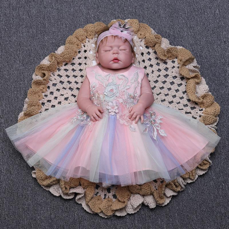 赤ちゃんドレス ベビー 女の子 ドレス ワンピース 永遠の定番 セレモニードレス ベビー服 赤ちゃんの晴れの舞台で 華やかに演出してくれる豪華なドレスです カラフル 新生児 絶品 ピンク 80 花びら ホワイト パープル 90 リボン 60 お宮参り 洗礼式 70