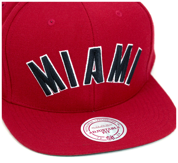huge discount 2e27e ac881 Mitchell  amp  Ness Cap snap back well sold Miami Heat Red Hat MITCHELL  NESS SNAPBACK CAP NBA WOOL SOLID 2 MIAMI HEAT RED Cap large size mens  ladies and ...