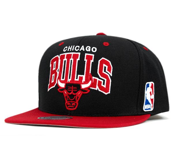 Mitchell & Ness Cap snap back Chicago Bulls reverse black hat MITCHELL NESS  NBA HWC TEAM ARCH NBA 2 TONE SNAPBACK HAT CHICAGO BULLS BLACK #CP: S