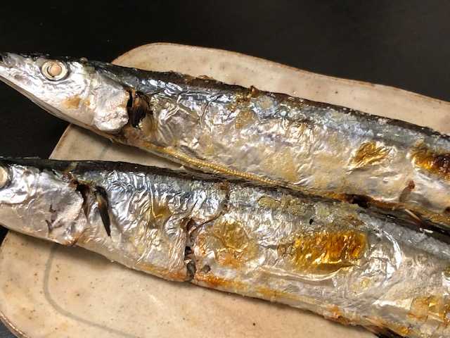 秋刀魚 さんま 生 即出荷 冷蔵 最終出荷日は10 16土 新作 大人気 北海道 三陸から入荷 塩焼き 生姜煮 約150g×4本で1セット 豊洲市場から出荷いたします お刺身 梅煮 コンフィで サンマ