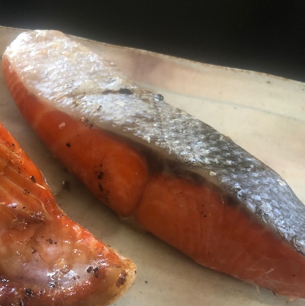 甘塩紅鮭フィーレ わかしお 冷凍冷蔵 1kg 半身1枚 業務用 真空パック 爆買い新作 塩シャケ 脂が乗りが良く 甘口塩鮭 お好みの大きさに切ることができます アメリカ産 予約 沖縄の塩シママース使用