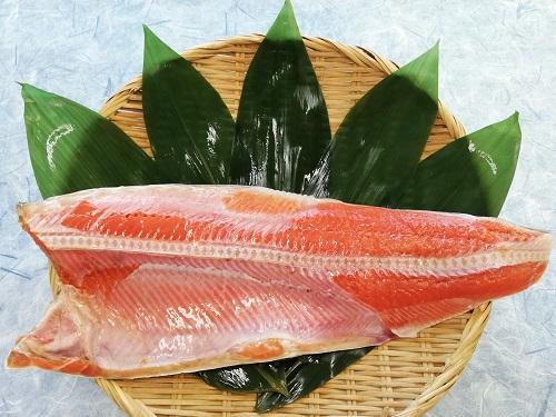 厳選された一級品 甘塩天然紅鮭フィレ わかしお 日本未発売 独自製法でじっくり熟成 脂乗り良く好みの大きさの切身にできます 半身1枚 沖縄の塩シママース使用 冷凍冷蔵可 業務用1.0~1.3kg 甘口塩鮭 商店 真空パック