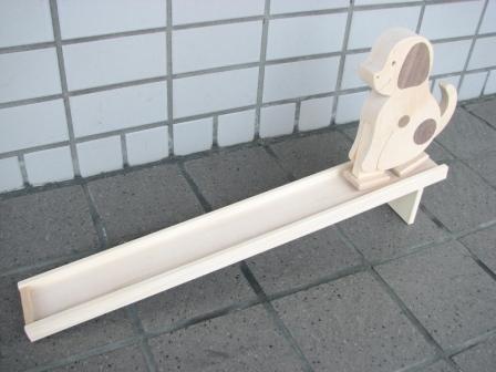最新号掲載アイテム スロープ人形 いぬ ●日本正規品● 木のおもちゃ スロープ 出産祝い トコトコ 木製 知育玩具
