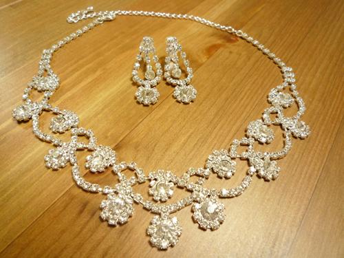 ウェディングアクセサリー花嫁の必需品 大人気 ブライダルに最適です 赤字セール開催中 ファッション通販 イヤリングセット-M エム ネックレス