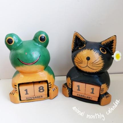 ネコ カエル 卓上カレンダー マンスリーカレンダー 高級品 猫 人気の製品 蛙 エスニック アジアン雑貨 バリ木彫り