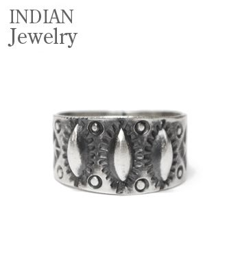 INDIAN JEWELRY ナバホ族 Benson Shorty 購入 スタンプワーク リング NAVAJO Ring お洒落 ネイティブ SIVER STAMPED アメカジ IJ-220 RING