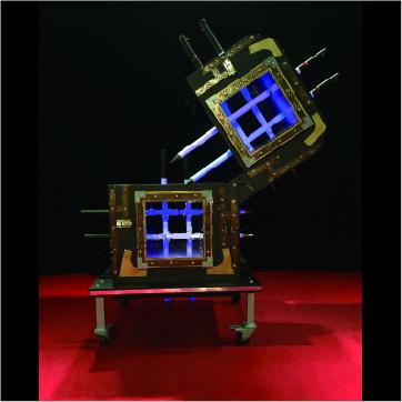 LEDが点灯した剣を使った幻想的なイリュージョン アニメーションチューブイリュージョン 専用ケース有り イリュージョン 大阪マジック マジック 世界の人気ブランド 手品 ショップ osaka マジシャン 大阪 販売 magic メイルオーダー