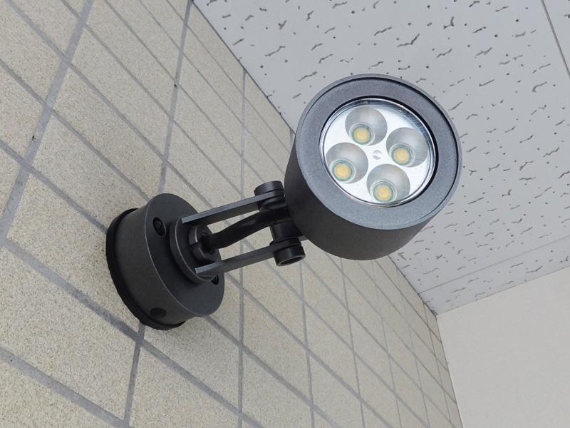 【中古】 Panasonic (パナソニック) HomeArchi LGW46131S φ84 LED電球付スポットライト シルバーグレーメタリック 15年製 【P0425-02】