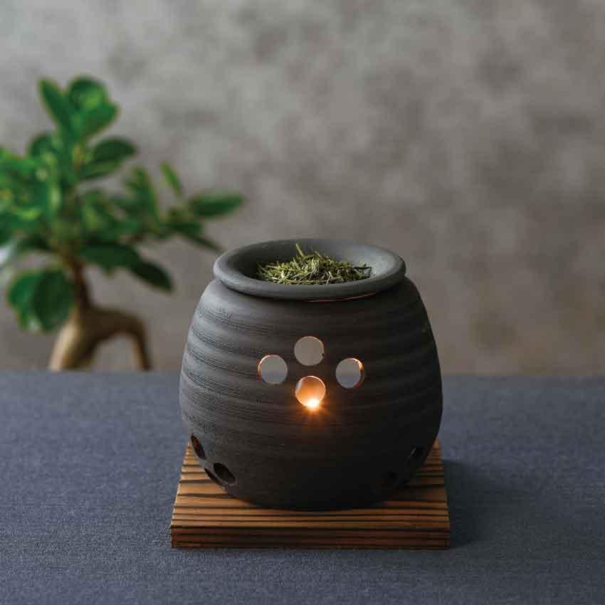 送料0円 茶葉を焙じた香りと 間接照明の明かりで癒しの空間をお楽しみください 常滑焼 石龍 黒泥大丸 選択 伝統工芸 茶香炉 お香 キャンドルセラピー 消臭