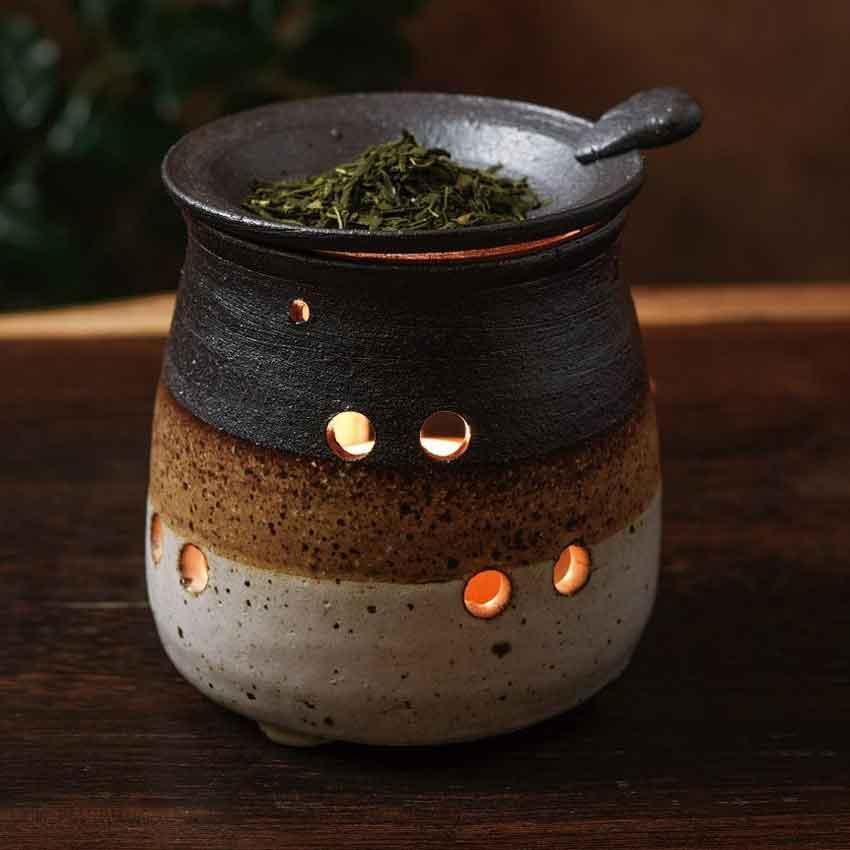 数量は多 茶葉を焙じた香りと 間接照明の明かりで癒しの空間をお楽しみください 常滑焼 山田作 白細掛分 茶香炉 安い 激安 プチプラ 高品質 消臭 伝統工芸 透かし キャンドルセラピー お香