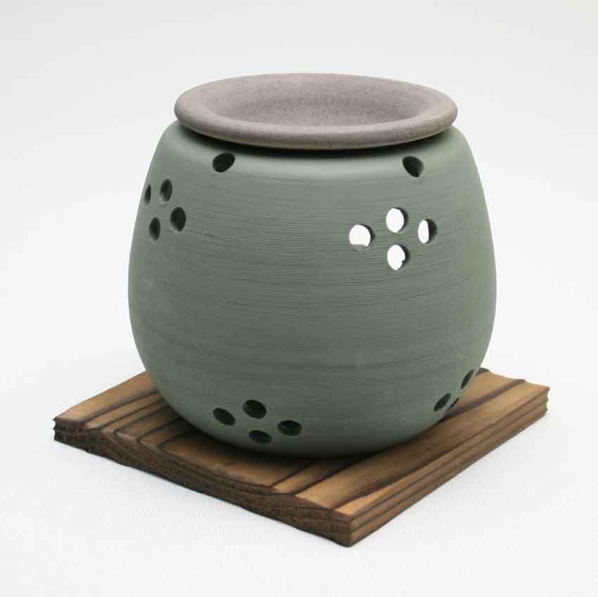 茶葉を焙じた香りと 間接照明の明かりで癒しの空間をお楽しみください 常滑焼 石龍 緑松皮 上等 茶香炉 お香 丸 消臭 伝統工芸 キャンドルセラピー まる メーカー直送