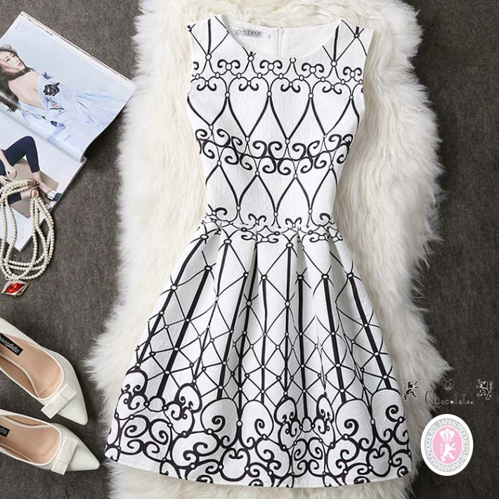 50bafc81cef In a cute dress no sleeve monotone pattern knee in the spring and summer