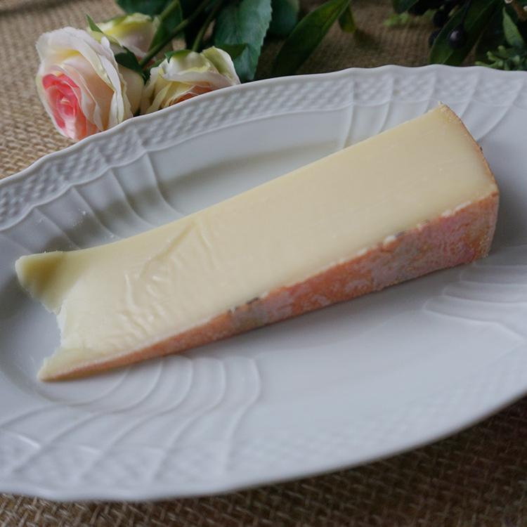 長い熟成期間を経た濃厚な味わい、茶褐色に輝くミルクの甘味とスパイシーな風味の ハード セミハード チーズ アッペンツェラー 80g 6か月熟成 黒ラベル 毎週水・金曜日発送