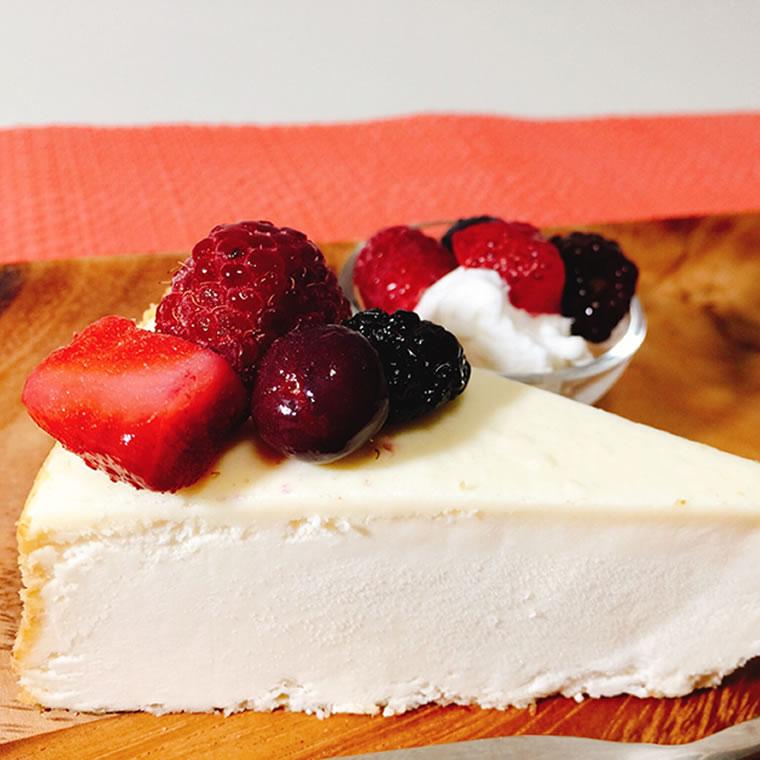 チーズケーキ 送料無料 プレーン 今季も再入荷 カット済みケーキ ニューヨークチーズケーキ 格安 価格でご提供いたします 1ホール 910g NYチーズケーキ アメリカ直輸入 冷凍
