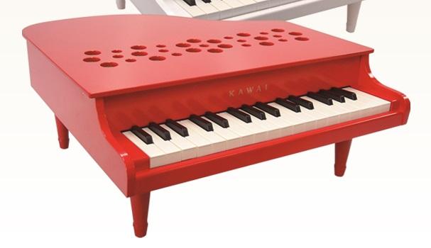 屋根の開かない32鍵のグランドピアノ型のおもちゃのピアノです 超激安特価 音程の正確さはそのままに 弾きやすさとデザイン性をグレードアップして新登場です お取り寄せ品 カワイトイピアノ 『4年保証』 ミニピアノ 吉澤 送料無料 P-32 甲南 カワイ 1162