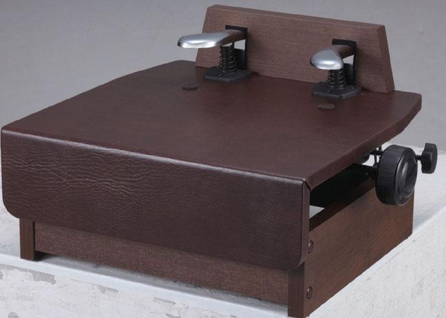 納期は、発注後約一ヶ月ほどかかります。ピアノ補助ペダル KP DX ウオルナット ピアノ用品