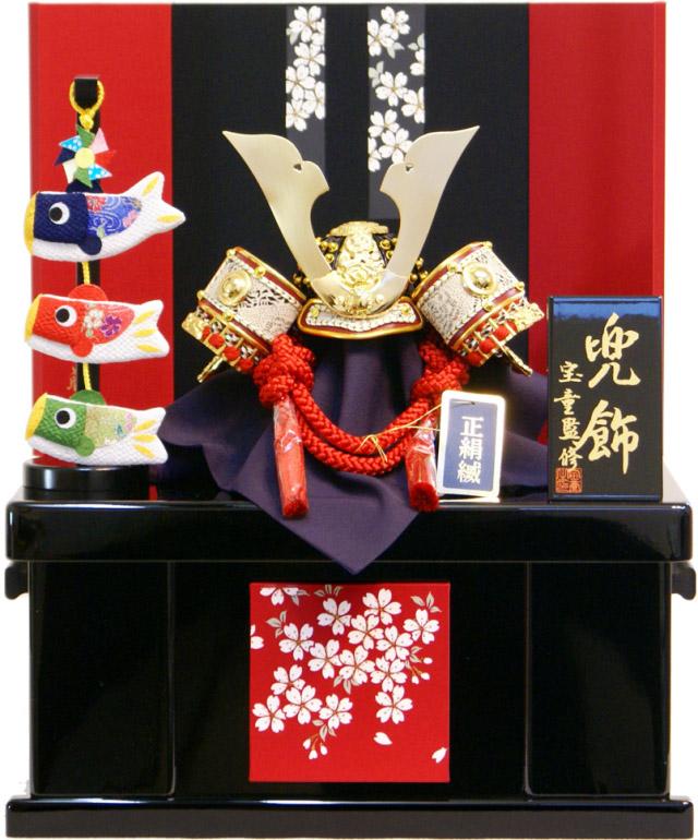 【15時迄のご注文は当日発送!】弓太刀の代わりに鯉のぼりが付いた可愛らしいデザイン。飾り台・屏風も赤を取り入れた華やかな造りで、ゴールドの兜が映えます。 【五月人形 送料無料】宝童作 正絹「こいのぼり付き 極上赤絲兜」収納飾り《MA-4》