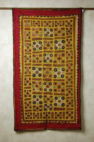 インドのミラー刺繍のタペストリー(飾り布) 【アジアン】【インド綿】【プレゼント】【YDKG-f】【smtb-F】【エスニック】【コットン】【インテリア】【送料無料!】