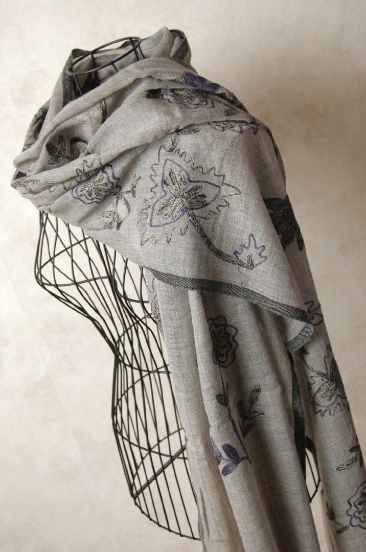 インド ステッチ刺繍ウールストール 植物 水玉 ハート グレー ブルー マフラー、ショール、スカーフ 【送料無料!】【レディース】【アジアン】【プレゼント】【ポンチョ】【YDKG-f】【エスニック】+A+H