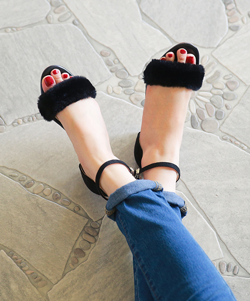 ◆An ankle strap wedge sandals Lady's walk with reservation product ◆ ふわもこ fur and the size small size strap middle heel stylish fashion Lady's sandals which I breathe it, and trip heel wedge sole has a big