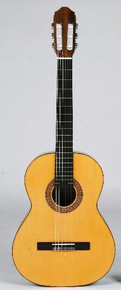 愛好家なら1本は欲しい希少ドイツ松ギター おとなのショートスケールクラシックギター 贈物 専用ケースセット 引出物