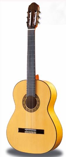 ジャーマンスプルースのスペイン製フラメンコギター ハードケースセット