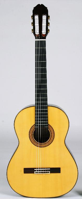スペイン製 全一枚板だから鳴りが違う!総単板クラシックギター 高級ドイツ松MF-46S