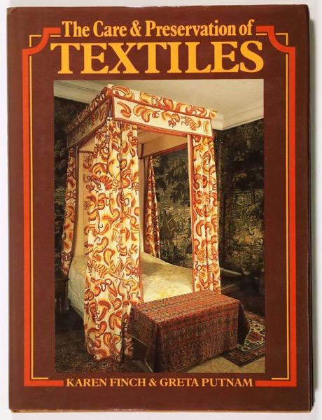 中古商品 中古 The Care of Preservation 限定タイムセール 即納 Textiles and