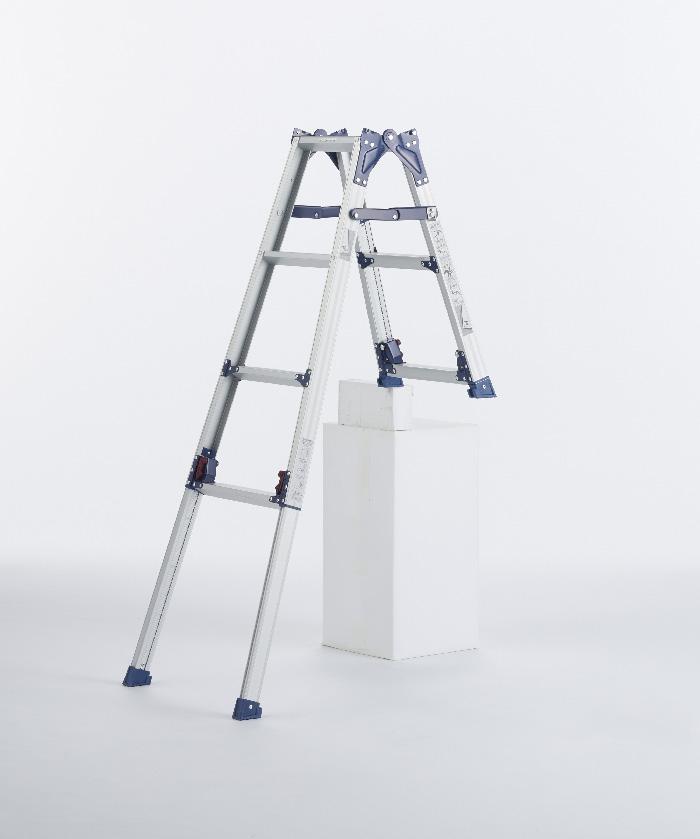 【毎月1日・15日・25日はP-starの日】  前脚・後脚の長さが違い、極度の段差や階段に適したタイプ はしご兼用脚立 SCL-23A ( 脚立 はしご 梯子 階段用 階段 折りたたみ 軽量 送料無料 )