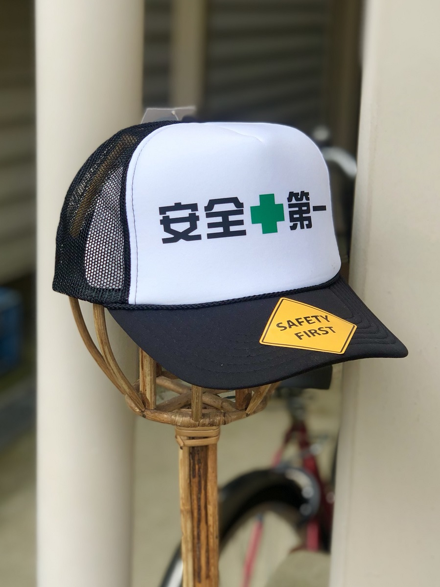 安全第一 中古 メッシュキャップ ヘルメット 7色 工事 仕事用 缶バッジ付き オーバーのアイテム取扱☆ 現場 帽子