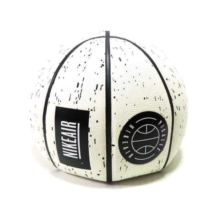 NikeLab × PIGALLE / ナイキラボ ピガールVersa Tack Basketball 8 Panel/ トラック バスケットボール 8パネルWhite / ホワイト 白正規品 新古品【中古】