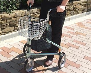 歩行器 街乗りトライウォーカー TR-62 エーアイジェイ介護用品 送料無料 歩行器 歩行車 歩行補助