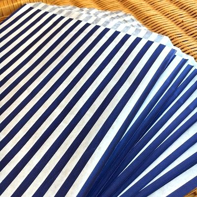 大き目サイズの紙袋 マチなし 本日限定 イギリスより直輸入 限定数のみ 紙袋 ストライプ柄 ネイビー メーカー公式 紺色 10枚セット A4大き目サイズ