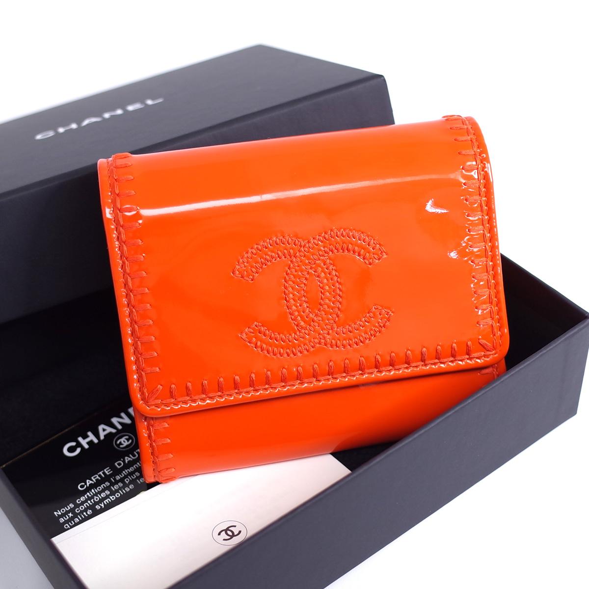 シャネル 二つ折り財布 コンパクト 贈呈 希望者のみラッピング無料 エナメルレザー オレンジ ココマーク COCO レザー シール有 CHANEL カード レディース 中古 ステッチ 箱